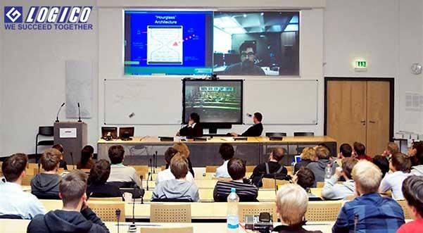 Một lớp học trực tuyến thông qua video conference