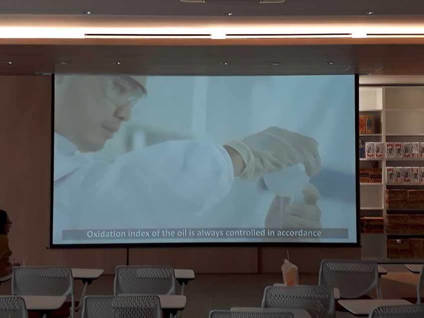 Hệ thống trình chiếu (máy chiếu, màn chiếu...) tại trường Đại học Công nghệ TPHCM - Hutech