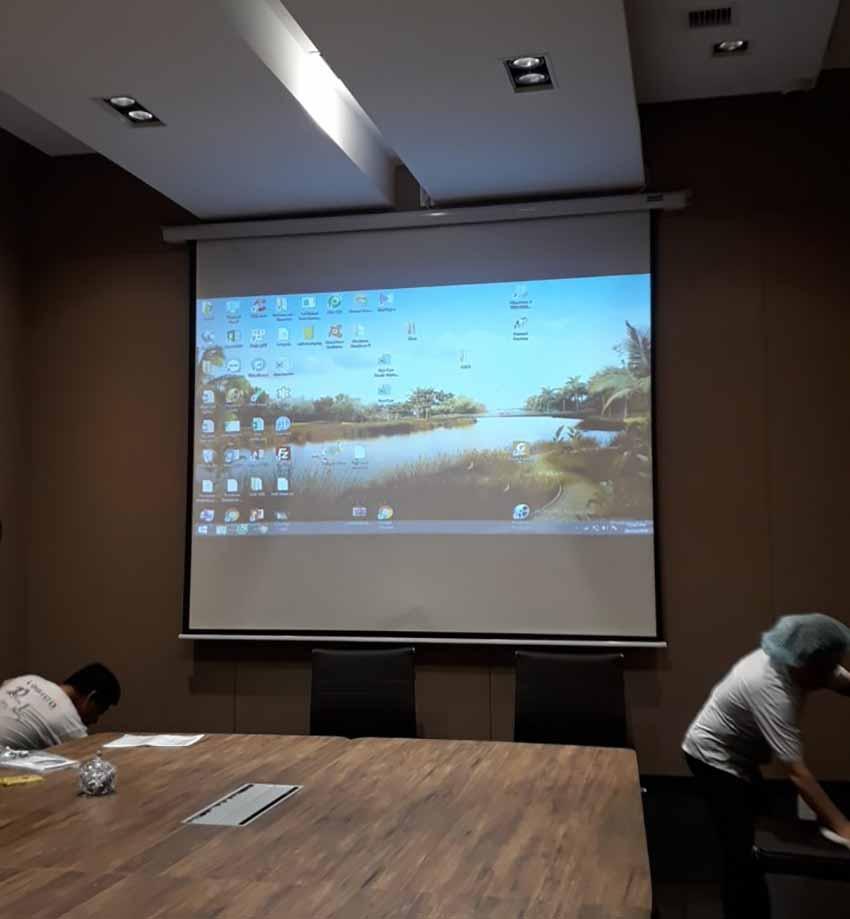 Hệ thống trình chiếu (máy chiếu, màn chiếu...) tại trường Đại học Công nghiệp Thành phố Hồ Chí Minh