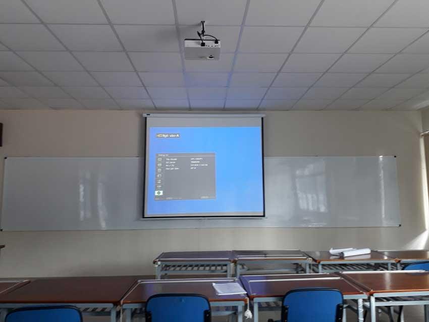 Hệ thống trình chiếu (máy chiếu, màn chiếu...) tại trường Trung học Thực hành Sài Gòn