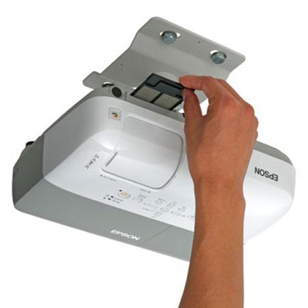 Sửa lỗi máy chiếu bị mờ hình và nhòe chữ : Vệ sinh máy chiếu định kỳ