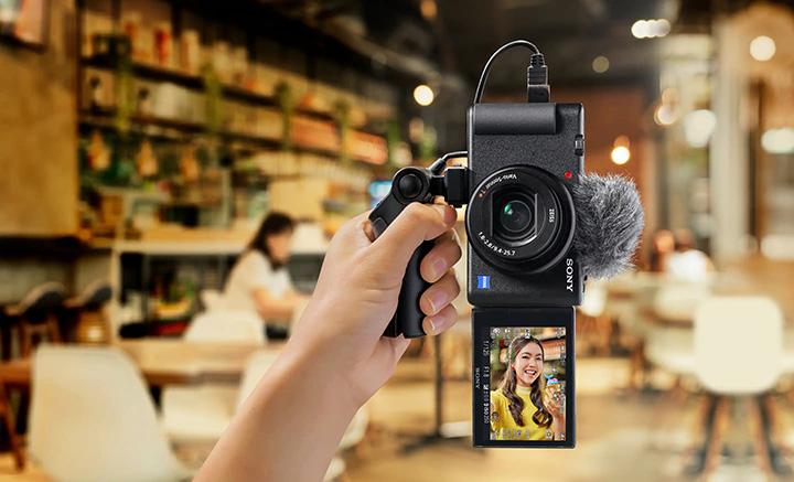 Chức năng chống rung hình ảnh nâng cao kết hợp với gimbal VCT-SGR1 đảm bảo Video mượt mà và ổn định
