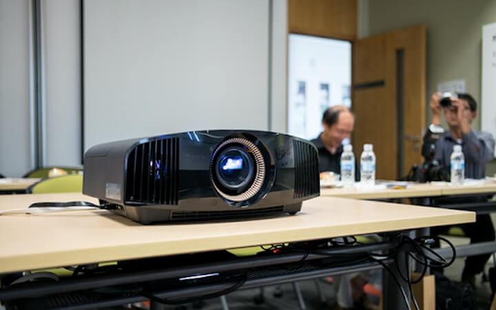 Máy chiếu – Sản phẩm công nghệ cần thiết của mọi nhà