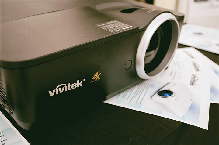 Kiểu dáng được chú trọng trong từng thiết kế của sản phẩm máy chiếu Vivitek