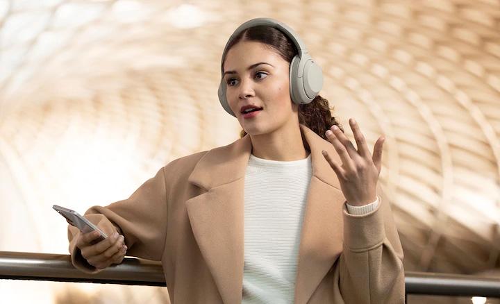 """Tai nghe Hi-Res chống ồn Sony WH-1000XM4 trang bị tính năng """"Nói để trò chuyện"""" thông minh"""