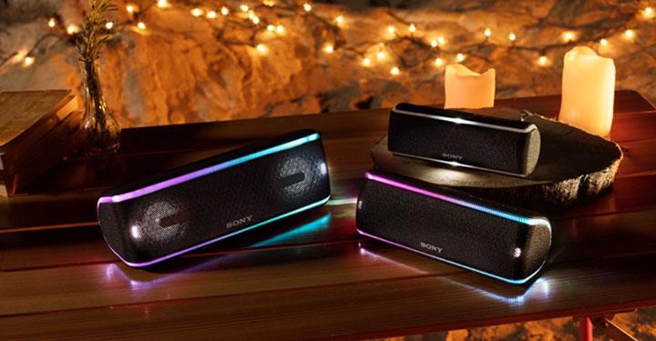 Hai dải đèn LED đầy màu sắc khiến bản nhạc trở nên cuốn hút hơn