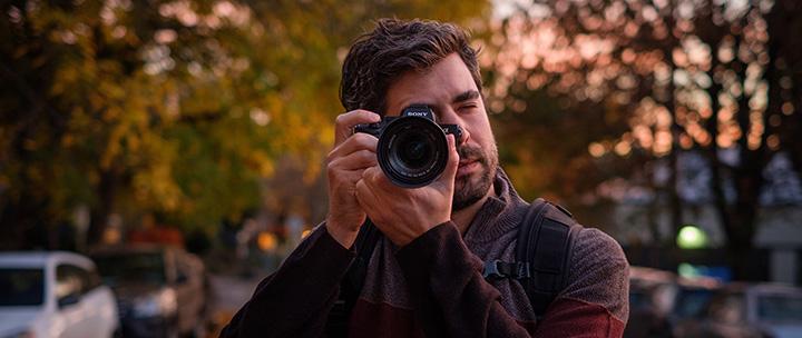 Sony A7 III đã được cải thiện hiệu suất pin và được đánh giá có thể chụp được hơn 710 hình cho 1 lần sạc