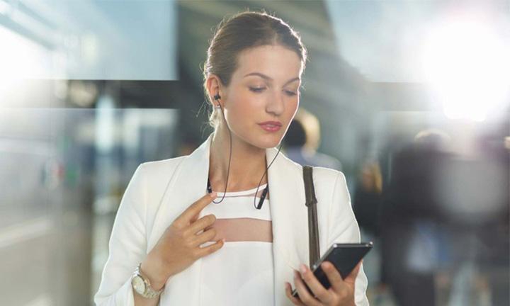 Kết nối Bluetooth chuẩn 4.2 và NFC chỉ một chạm trên tai nghe WI-C400