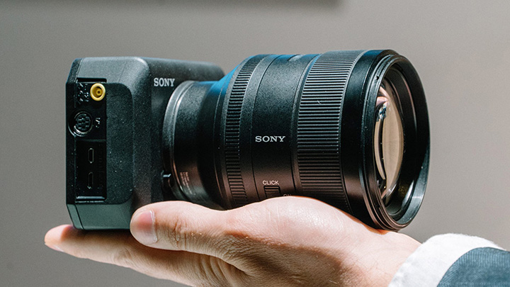 Camera có thể ghi lên đến 8 giờ 35 phút cảnh quay 4K liên tục