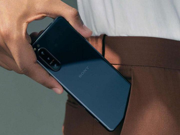 Sony Xperia 5 II với kích thước hoàn hảo để vừa trong tay hoặc túi của bạn