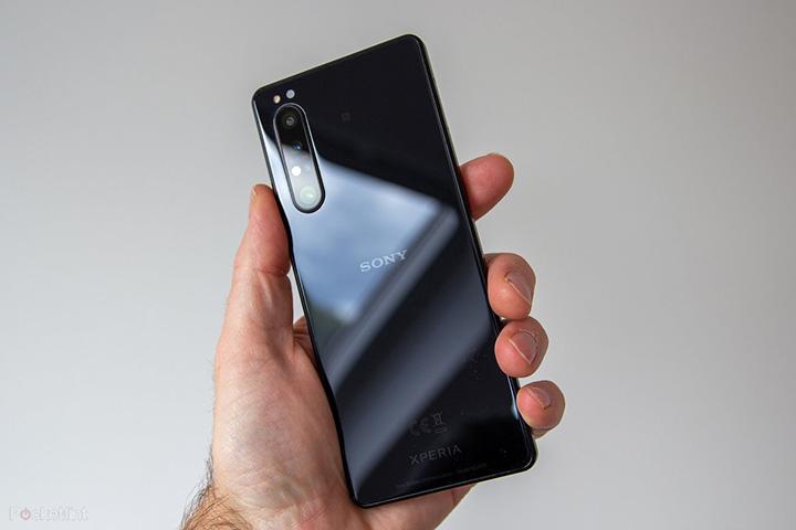 Điện thoại Xperia 1 II thiết kế máy ảnh ba ống kính với công nghệ Sony Alpha, chụp hình cực xịn
