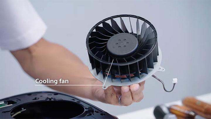 PlayStation 5: Hai cánh có thể tháo rời, quạt tản nhiệt lớn, bộ bắt bụi và mở rộng bộ nhớ