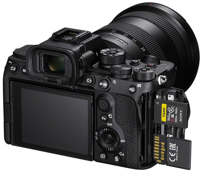 Sony A7S Mark III được hỗ trợ cả thẻ CFexpress Type A siêu nhanh