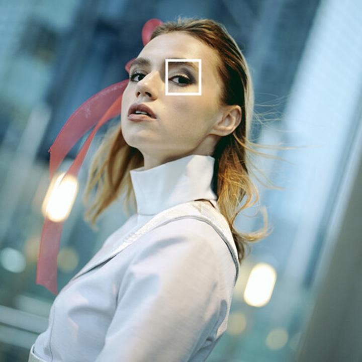 Tính năng AF vào mắt trong thời gian thực sử dụng AI đảm bảo lấy nét mắt chính xác