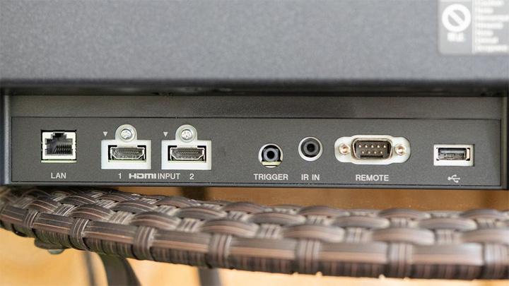 Đánh giá máy chiếu Sony trị giá 5.500 USD và TV OLED trong giới máy chiếu