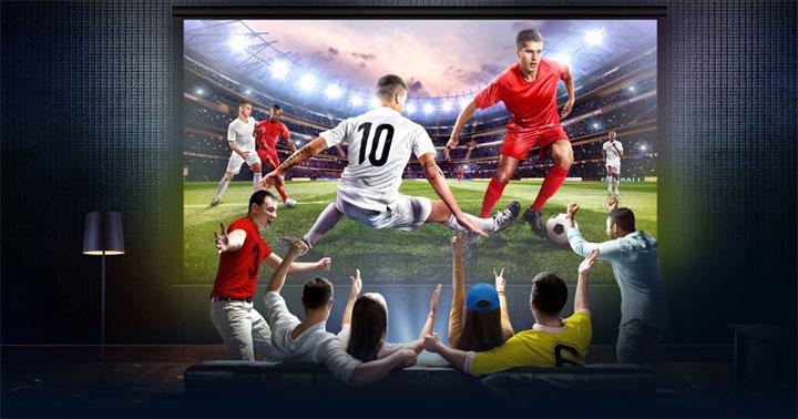 Cho thuê máy chiếu xem bóng đá