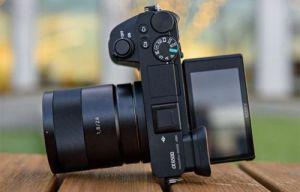 Có phải Sony ngừng sản xuất máy ảnh không gương lật Sony a6500 ?